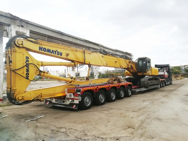 Specialized transport of heavy machinery