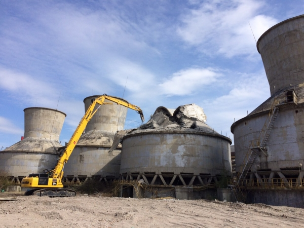 Dismantling of industrial facilities and machines